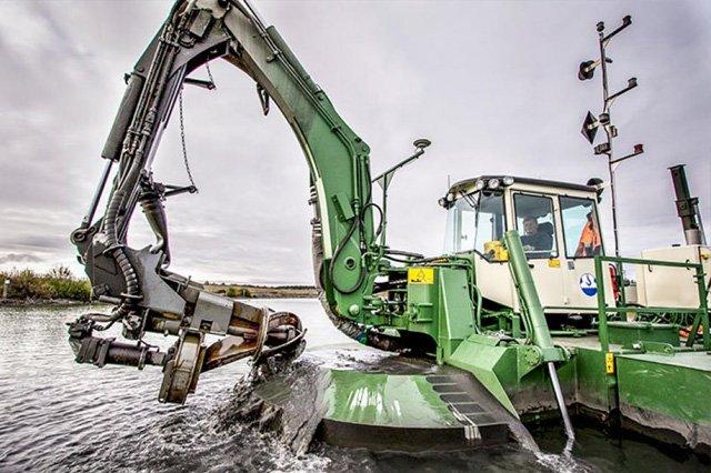 AQUAMEC WATERMASTER – multifunkční stroj pro čištění dna vodních toků a nádrží řek